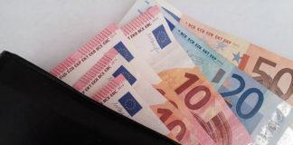 Gdzie skorzystać z usługi przelewu walutowego za granicę?